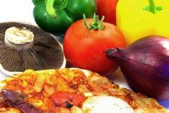 De details van de pizza en van ingrediënten Stock Afbeeldingen