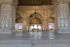 De details van ingewikkelde gravures belden rond Mahal binnen Rood Fort in Delhi, India stock foto