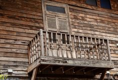 De deur en een houten terras royalty-vrije stock foto's
