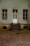 De deur op de oude portiek Royalty-vrije Stock Fotografie