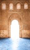 De deur van Arabesque van het paleis van Granada in Spanje, Europa. Royalty-vrije Stock Afbeelding