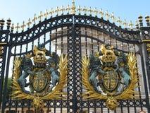 De deur van Buckingham Palace, Londen Stock Afbeeldingen