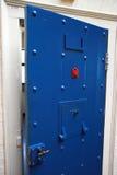 De deur van de gevangenis. stock afbeelding