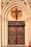 De deur van de ingang aan een kerk Royalty-vrije Stock Afbeeldingen