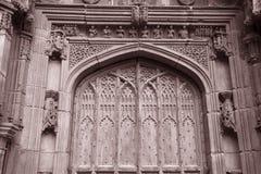 De Deur van de kathedraalkerk, Chester; Engeland stock afbeelding
