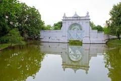 De deur van de rivier in paleis Stock Afbeeldingen