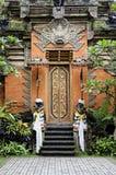 De deur van de tempel in Bali Indonesië stock afbeeldingen