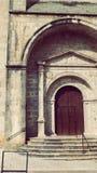 De Deur van de Urrugnekerk in Dorps Zuid-Frankrijk in Europa Royalty-vrije Stock Afbeeldingen