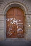 De deur van Graffiti Stock Foto's