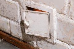 De deur van oud betegeld fornuis royalty-vrije stock foto's
