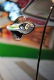 De deurhandvat en slot van de auto Stock Afbeelding