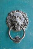 De deurhandvat van de leeuw Stock Foto