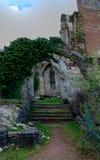 De deurpoort ruïneert Abbey Aulne Thuin Landelies, België stock fotografie
