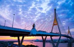 5 de dezembro de 2017, Banguecoque, ponte 2 Facili de Bhumibol do céu do nascer do sol/por do sol Imagens de Stock
