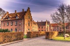 4 de dezembro de 2016: Casas do tijolo vermelho de Roskilde, Dinamarca Fotografia de Stock