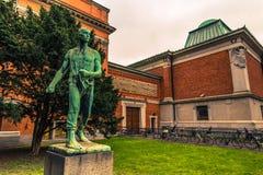 5 de dezembro de 2016: Estátua em um jardim em Copenhaga, Dinamarca Fotos de Stock