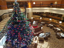 16 de dezembro de 2016, Kuala Lumpur Natal Deco na entrada do hotel Imagem de Stock