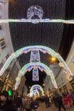 24 de dezembro de 2014 SIBIU, ROMÊNIA Luzes de Natal, Natal justo, humor e passeio dos povos Fotografia de Stock