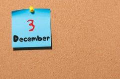 3 de dezembro Dia 3 do mês, calendário no quadro de mensagens Tempo de inverno Espaço vazio para o texto Fotos de Stock Royalty Free