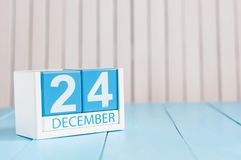 24 de dezembro Eve Christmas Dia 24 do mês, calendário no fundo de madeira Conceito do ano novo Espaço vazio para o texto Imagens de Stock Royalty Free