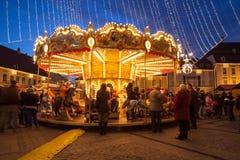 24 de dezembro de 2014 SIBIU, ROMÊNIA Luzes de Natal, Natal justo, humor e passeio dos povos Imagem de Stock