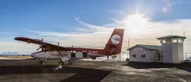De dhc-6 Tweelingottervliegtuigen Grimsey ijsland stock afbeelding