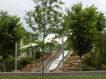 De dia van het Smale riverfront park Royalty-vrije Stock Foto's