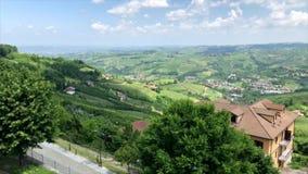 ` De Diano d alba na região de Piedmont em Itália do norte video estoque