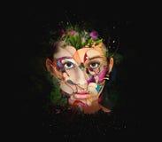 De dichte omhooggaande binnen kleurrijke verf van het vrouwengezicht in abstracte vormen Stock Afbeeldingen