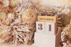 31 de diciembre calendario con las decoraciones Fotografía de archivo libre de regalías