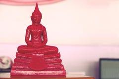 7 de diciembre de 2018, camino de Thep Khunakon, Na Mueang, Chachoengsao, estatua de Buda en la universidad para los monjes foto de archivo