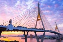 5 de diciembre de 2017, Bangkok, puente 2 Facili de Bhumibol del cielo de la salida del sol/de la puesta del sol Imagen de archivo libre de regalías