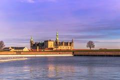 3 de diciembre de 2016: Castillo de Kronborg en la distancia en Helsingor, Foto de archivo