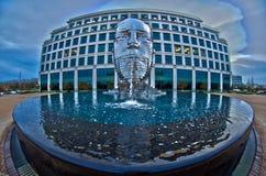 30 de diciembre de 2013 - estatua de acero del metalmorphosis por el cherni de David Imagenes de archivo