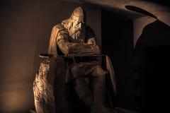 3 de diciembre de 2016: Estatua de oro de Holger Danske dentro de Kronbor Imagen de archivo libre de regalías