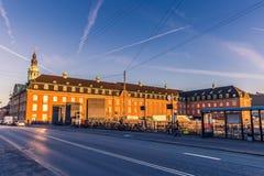 2 de diciembre de 2016: Ferrocarril en el centro de Copenhague, Foto de archivo
