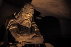3 de diciembre de 2016: Holger Danske oscuro dentro del castillo de Kronborg Foto de archivo