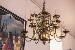 3 de diciembre de 2016: Lámpara vieja dentro del castillo de Kronborg, Denmar Fotografía de archivo libre de regalías