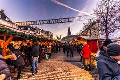 2 de diciembre de 2016: Mercado de la Navidad en Copenhague central, Denma Fotos de archivo libres de regalías