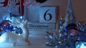 6 de diciembre la fecha bloquea a Advent Calendar almacen de metraje de vídeo