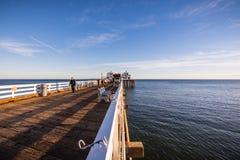 2 de diciembre de 2018 Malibu/CA/los E.E.U.U. - opinión de la puesta del sol del embarcadero de Malibu imagenes de archivo