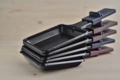 De dienbladen van Raclette Stock Foto's