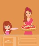 De dienende pizza van de huisvrouw Stock Fotografie