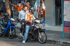 De dienst van de motortaxi in Bangkok stock foto's