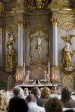 De dienst van de verering in kerk royalty-vrije stock afbeelding