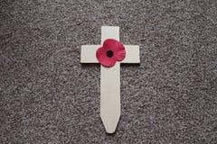 De dienst van de herinneringszondag draagt een kruis voor die wij hebben verloren royalty-vrije stock afbeeldingen