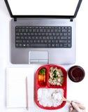 De dienst van de voedsellevering: Druk leveringsconcept voor bedrijfsfoo uit Stock Foto