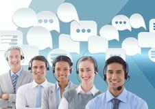 De dienstmensen van de klantenzorg met praatjebellen Stock Afbeelding