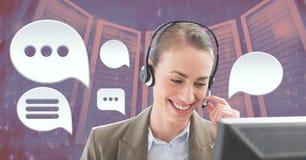 De dienstvrouw van de klantenzorg met Praatjebellen Stock Fotografie