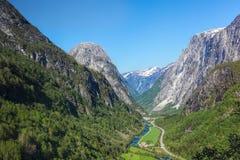 De diepe vallei sluit Flam in Noorwegen stock foto